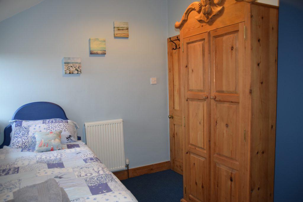 Twin bedroom -1